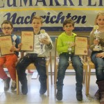 Siegerehrung U10: Dominik Kodalle (Aschaffenburg-Schweinheim/2.), Tom Högner (SC Erlangen 48/88/1.), Christian Kraftsik (SC Vaterstetten(3.) und Lea Röll (SC Vaterstetten/Bestes Mädchen)