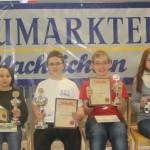 Siegerehrung U14: Lorenz Schilay (2.), Maximilian Haas (SC Erlangen 48/88/1.), Lars Goldbeck (SC Vaterstetten/3.) und Ekaterina Alferova (TuS Fürstenfeldbruck/Bestes Mädchen)